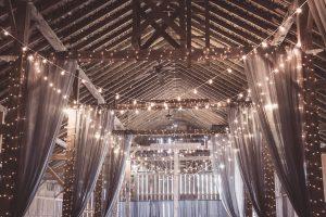 Décor de mariage guirlandes lumineuses
