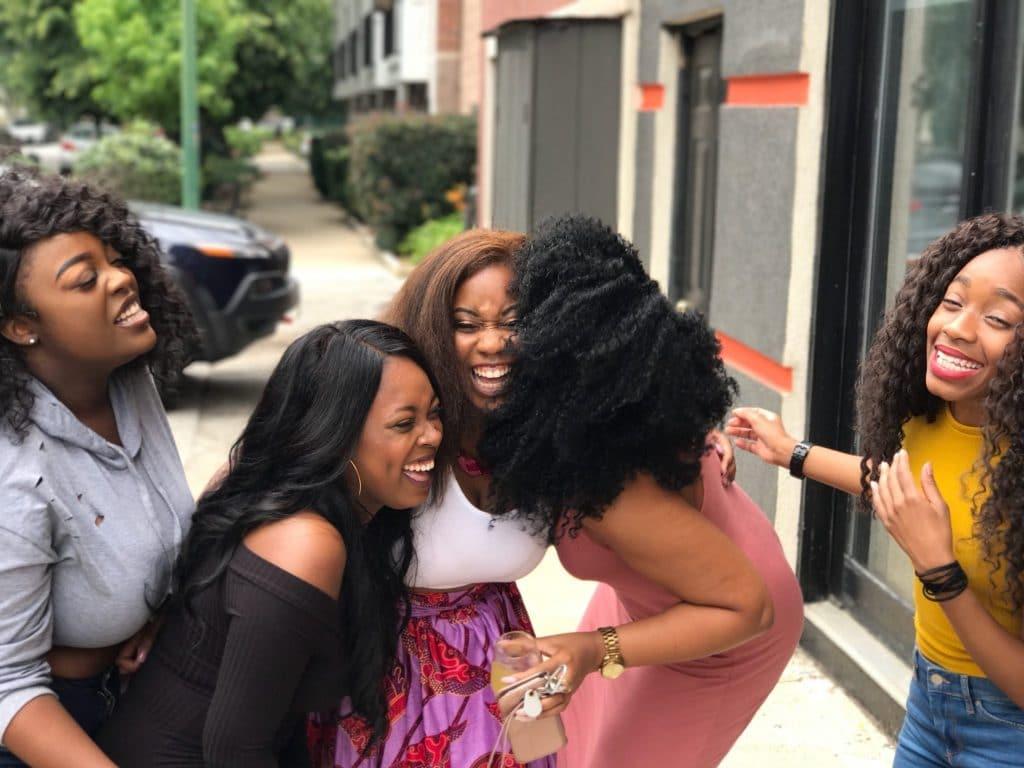 Groupe de filles qui rient