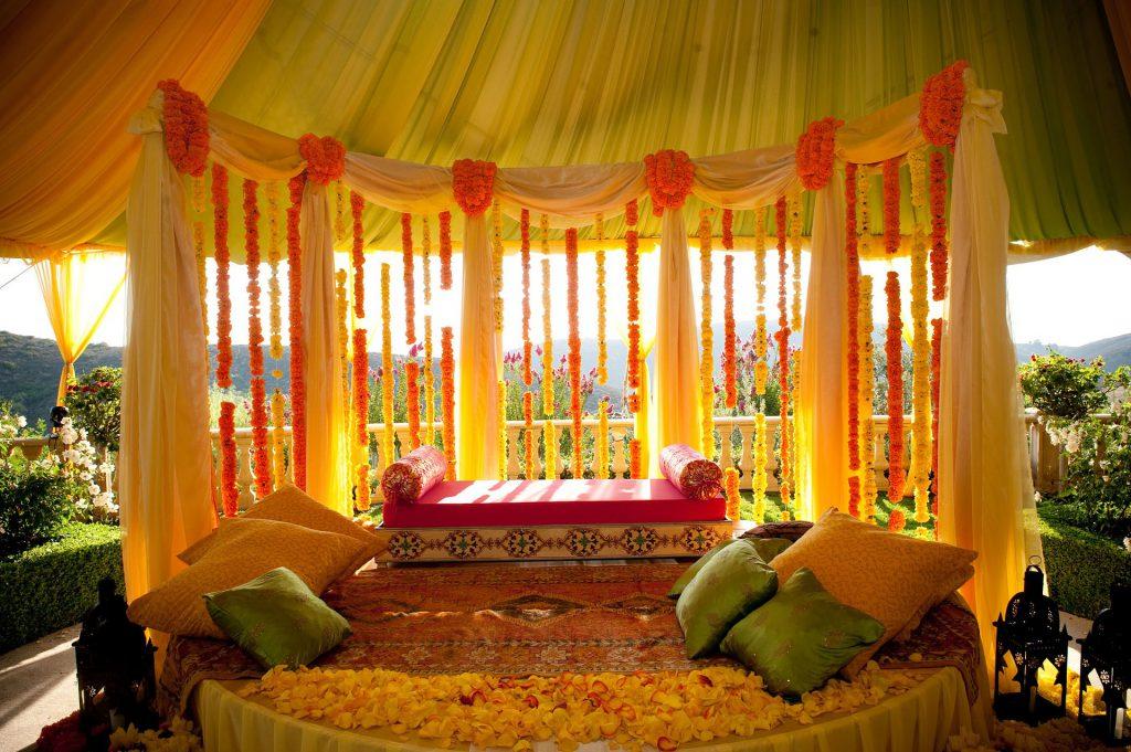 Une scene de mariage de style hindou