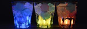 Trois verres avec de la glace